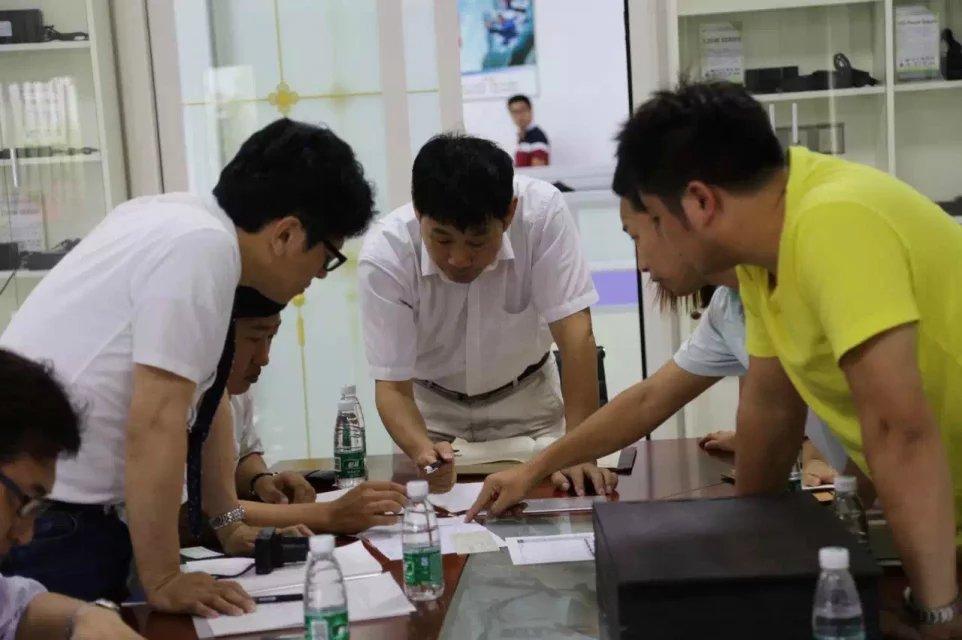 日本客戶冒雨來訪我司探討定制大功率電源