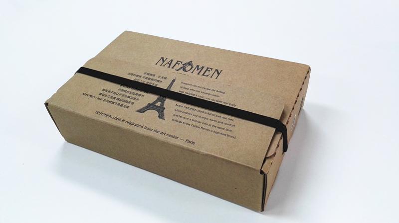 """牛皮纸包装盒常以天地盒及飞机盒为主,多数企业产品采用的也是这两类包装。但近些年随着牛皮纸行业的兴起,牛皮纸包装的形式也在逐渐发生着变化,越来越多充满创意的牛皮纸包装开始出现。  上图这款创维酷开包装,其采用的便是牛皮纸书型盒,市场上大家俗称的""""双鬼拍门""""就是这种盒型,风格有别于其他包装,因此这种盒型市场辨别度很高。  当然不仅电子产品行业偏爱牛皮纸包装,服装行业对牛皮纸包装的应用也越来越对。上图中的牛皮纸书型盒便是一款内裤的包装。  皮壳+底盒的造型是书型盒的常见配置,而这款内裤包"""