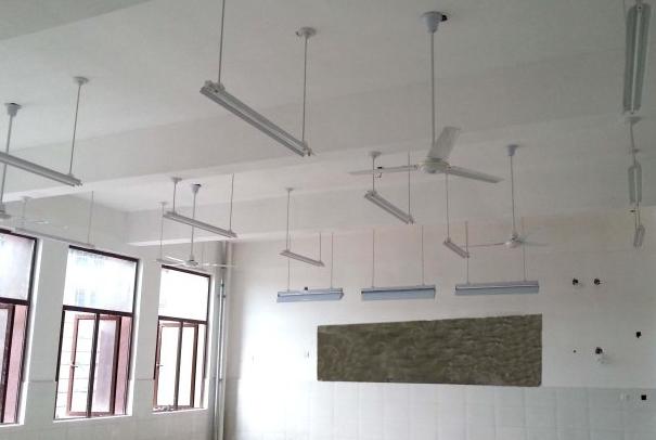 做好教室内灯具的布置和亮度的调节图片