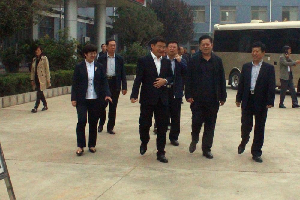 滕州市人大常委会副主任李广宪带领考察团莅临必威体育登录集团视察指导工作