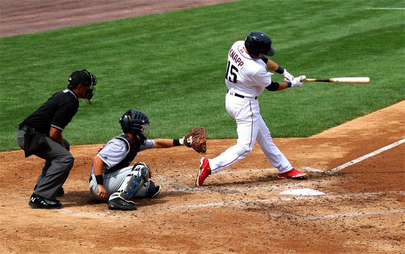 百强橡塑-全能皮腰带,运动腰带-穿戴于棒球运动.jpg